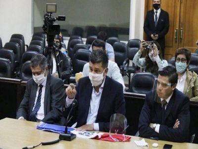 Efraín ratifica que no cumplirá medida judicial y retruca a Zavala