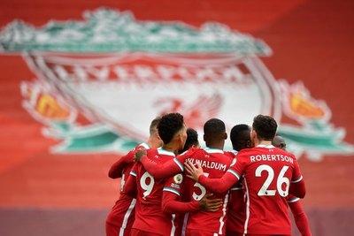 El Liverpool sobrevive en un estreno 'loco' ante el Leeds de Bielsa