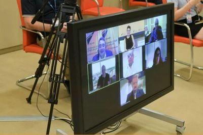 Medios de comunicación permanecen como principal fuente de información, coinciden periodistas