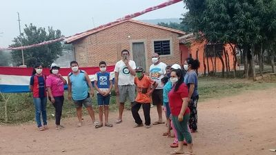 Manifestantes cierran camino vecinal en Paraguarí por paso de camiones de gran porte