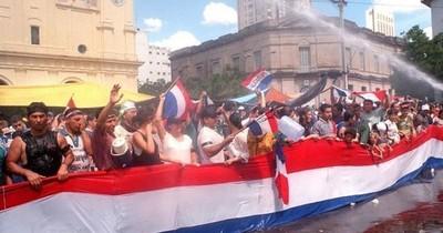 La Nación / Caso emblemático: en el 2007 la Justicia se arrodilló ante el poder político y ordenó la libertad de Oviedo