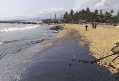 Derrame de hidrocarburos afecta a costas de Venezuela tras filtración en conducto