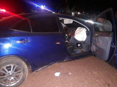 Automovilista muere al chocar contra un árbol, tras esquivar una moto