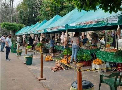 Apoyo de la EBY permite a agricultores de Cnel. Oviedo vender sus productos en feria