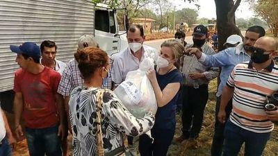 Familia Denis entrega víveres producto del chantaje del EPP