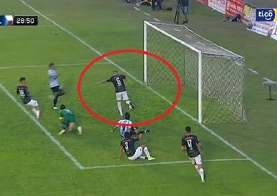 ¿Qué quiso hacer?: El increíble gol en contra de San Lorenzo