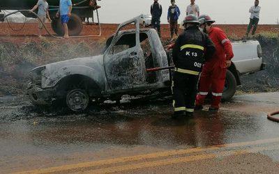 Camioneta se incendia en un camino vecinal de Santa Rosa – Diario TNPRESS