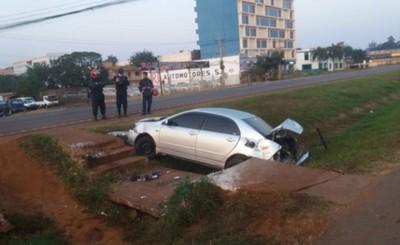 Conductor queda en grave estado tras caer en cuneta de la Ruta PY 02