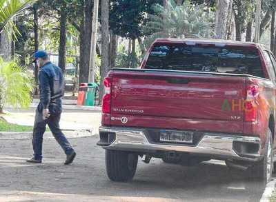 Contratistas para NEGOCIADOS realiza OSTENTANCION en la Gobernación AP