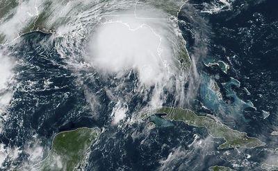 La tormenta Sally se volvió huracán y amenaza el sur de EEUU