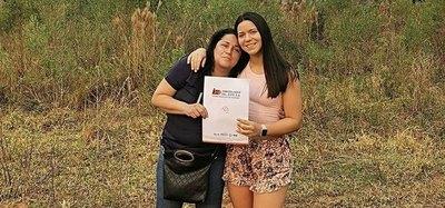 Crónica / (VIDEO) Por su cumple, le regaló a su mamá para su terreno