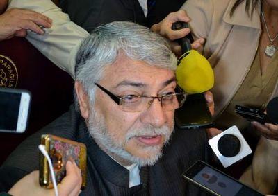 No tengo ni tendré ninguna relación con grupo criminal que esté fuera de la ley, responde Lugo