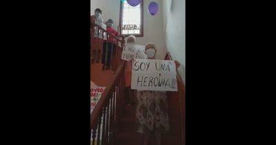 La Nación / Ocho abuelitos de hogares vencen al COVID-19, sin ser internados