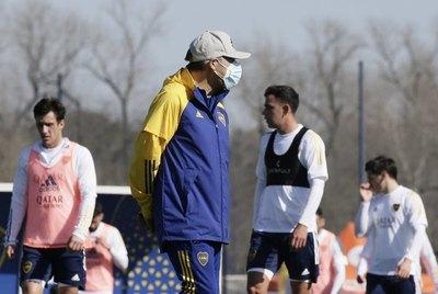 Boca Juniors viaja a Paraguay con jugadores positivos de COVID-19