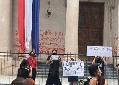 """Imputada por daños al Panteón asegura que recibió """"asilo"""" en Argentina"""