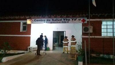 Familiares de Adelio lo aguardan frente a Centro de Salud de Yby Yaú