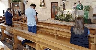 La Nación / Se inició novena en honor de San Pío de Pietrelcina