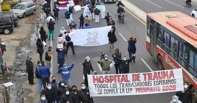 La Nación / Médicos del Hospital  de Trauma repudiarán recorte de presupuesto