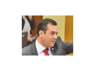 Friedmann acusa al cartismo de operativo para eliminarlo