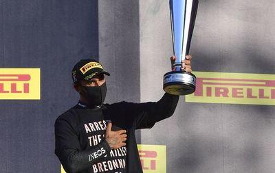 FIA analiza acción de Hamilton en el podio