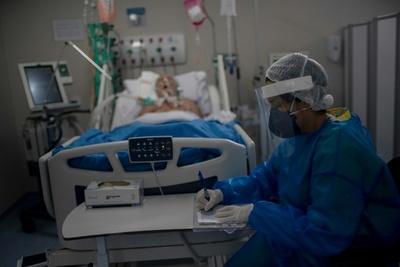 """Pacientes con covid a UTI's privadas: """"Llegamos al punto al que no queríamos llegar"""", admiten"""