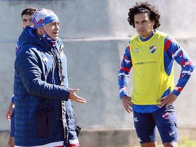 Roberto Torres tiene solo 21 jugadores disponibles: ¿cómo será el once para medir al puntero?