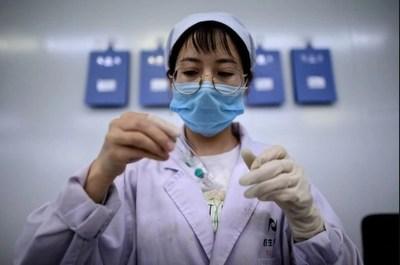 China podría empezar a vacunar a la población en noviembre