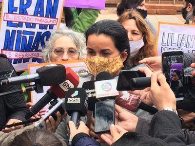 Madre de niñas abatidas pide refugio político a la Argentina