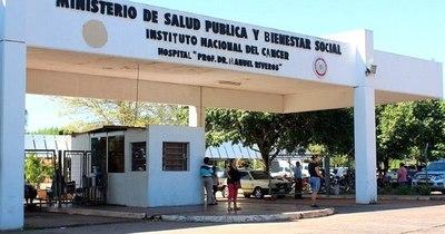 La Nación / Pacientes oncológicos claman medicamentos y reparación de máquina de radioterapia