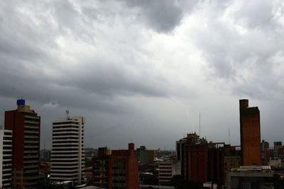 Meteorología anuncia tiempo severo para mañana, con vientos y tormentas considerables