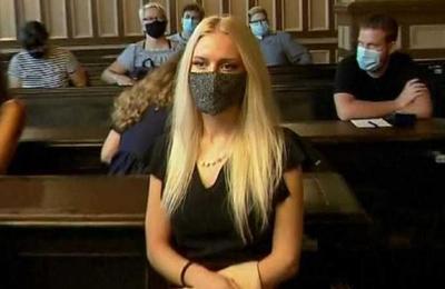 Dos años de prisión para mujer que se cortó una mano para estafar al seguro