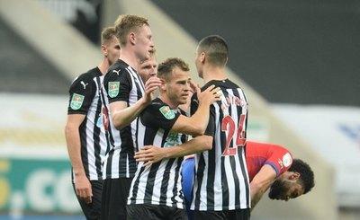 'Mágica' asistencia de Almirón para el gol del Newcastle