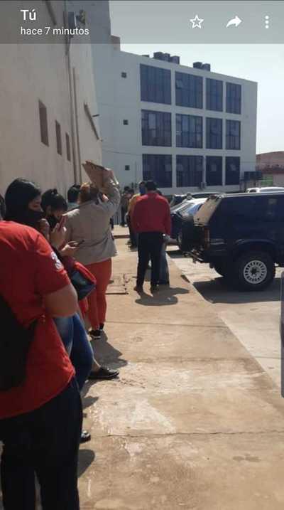 Municipalidad: Señalan irresponsable aglomeración durante pago de salarios