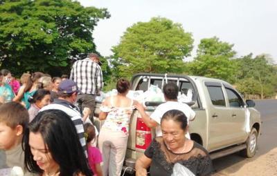 Familia Denis prosigue con la entrega de víveres, juguetes y herramientas