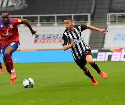 """Asistencia """"a lo Iniesta"""" de Miguel Almirón para el triunfo de Newcastle"""