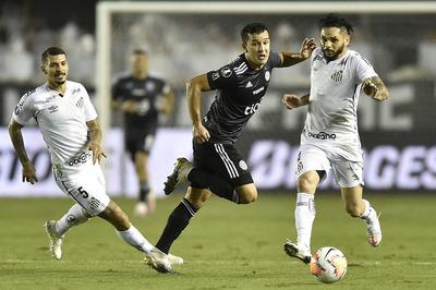 Con uno menos el Decano consigue un valioso empate por la Libertadores
