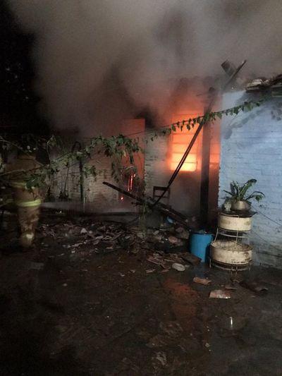 Incendio consume algunas piezas de inquilinato en Lambaré