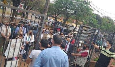 Crónica / Los abogados exigen abrir el Poder Judicial
