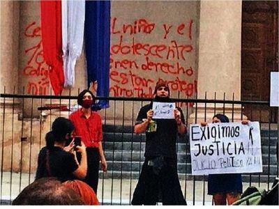 Más imputados por actos frente al Panteón y piden tener más fiscales