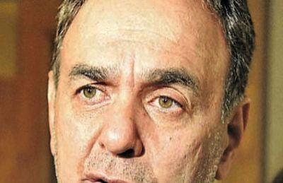 Senador cartista critica a Corte por no expedirse sobre pérdida de investidura