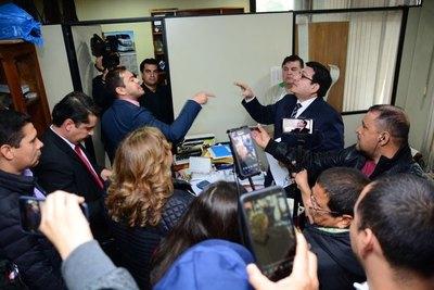 Comuna de CDE podría PAGAR G. 15.000 millones por METIDA de PATA de Prieto