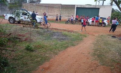 Vecinos rodean la casa de sospechoso de robo de moto en barrio Don Bosco – Diario TNPRESS