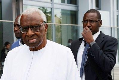 Expresidente de IAAF, Lamine Diack, es condenado a prisión por dopaje y corrupción