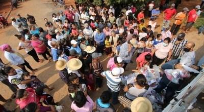 Familia Denis continúa con la entrega de víveres, esperando el retorno del exvicepresidente