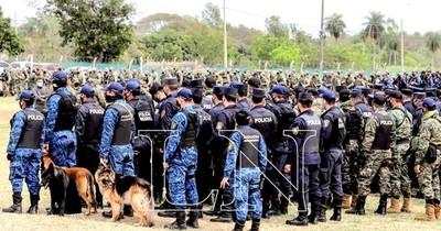 La Nación / Fuerte despliegue de agentes de seguridad en busca de Denis