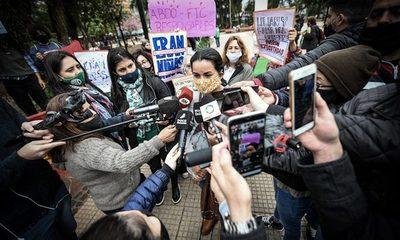 Argentina oficializa pedido de ingreso de forenses para nueva autopsia a niñas abatidas