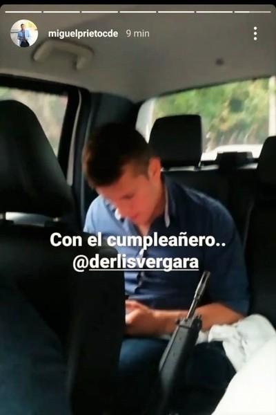 Intendente Prieto se pasea con un ARMA DE GUERRA en su camioneta
