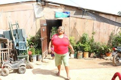 Crónica / Ña Felipa en terapia por Covid y 12 familias en cuarentena