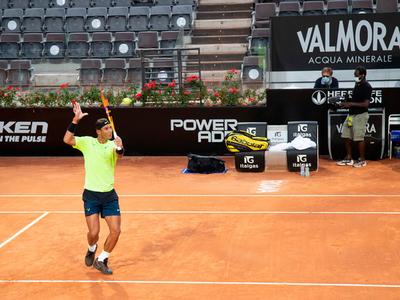 Nadal arrolla a Carreño en su regreso a la competición