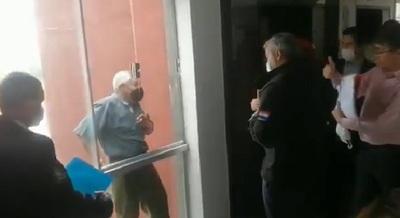 """Taxista ahora es """"salvado"""" por Abdo Benítez"""